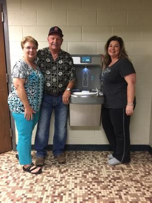 Larry and Donna Linn shown with their daughter, 5th grade teacher Lisa Almand by the new Park Road water fountain.