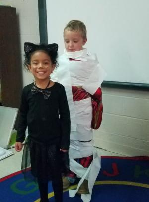 Halloween Toilet paper Mummy game