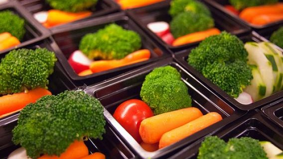 Prepackaged Lunch With Carrots Broccoli & Tomatoes