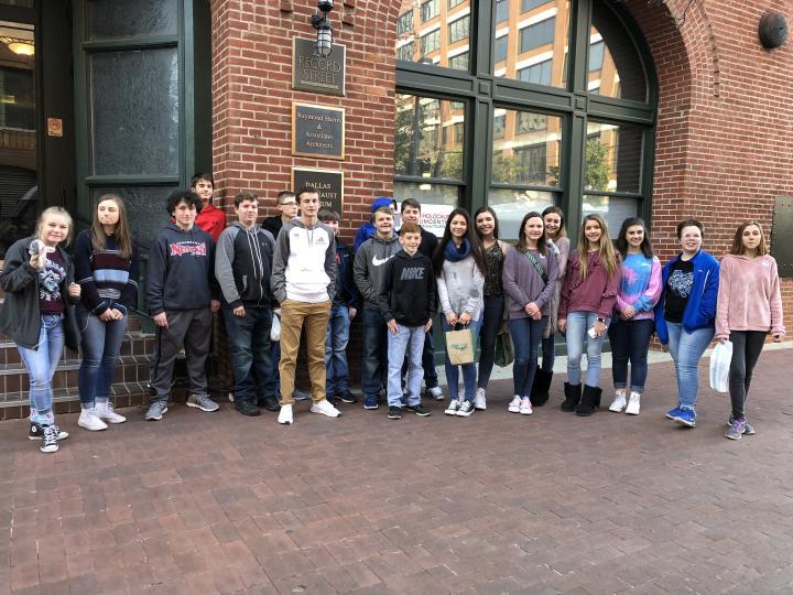 RJH Students Visit Museum