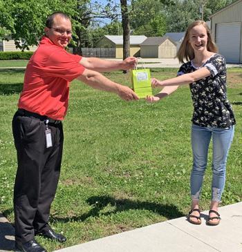 grace klaassen receive award