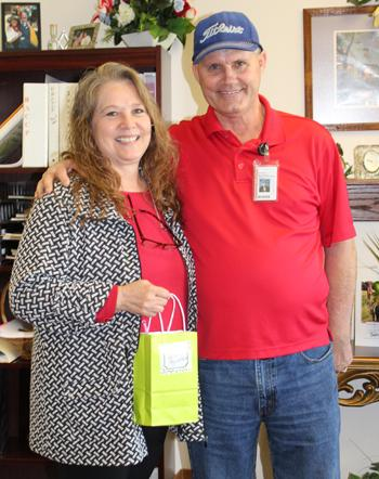 terri markham receives award
