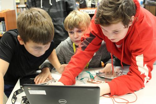 rms students work with circuits and coding in workshop