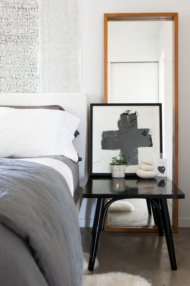 Black and white chic decor in this bedroom design by Leanne Ford. Undone, effortless, boho chic with retro glam and minimal modern appeal. #blackandwhtie #rusticdecor #bohochic #bedroom
