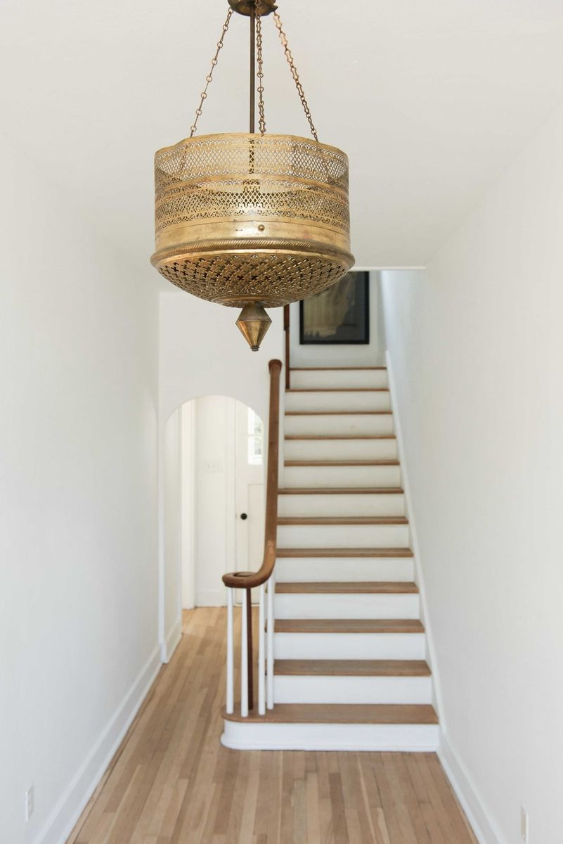 Inspiring staircase in an entry designed by Leanne Ford. #staircase #leanneford #decorinspiration