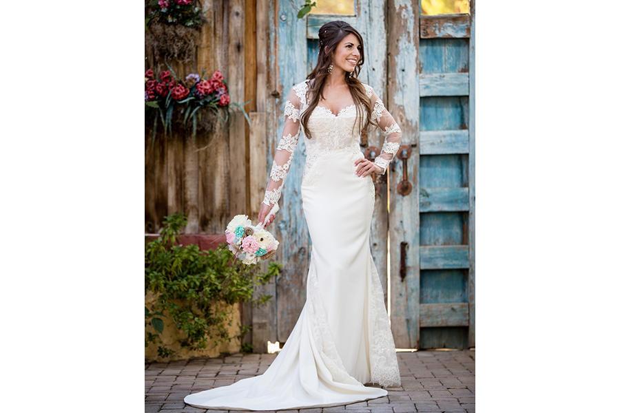 bridal portraits bouquet
