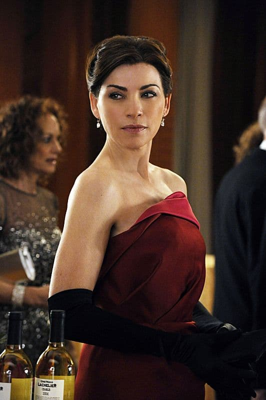 Alicia (Julianna Margulies) is forced to leave an event to help the police