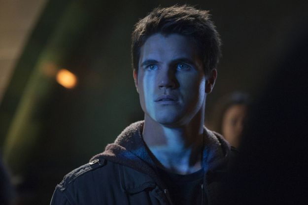 """The Tomorrow People -- """"Pilot"""" -- Image Number: TP100E_0075.jpg -- Pictured: Robbie Amell as Stephen -- Photo: Barbara Nitke/The CW -- © 2013 The CW Network, LLC. All rights reserved."""