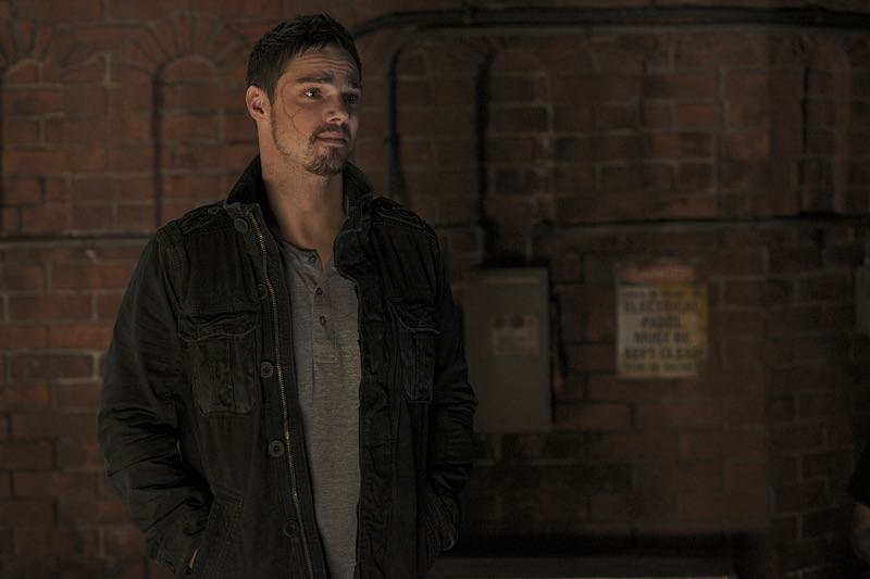 """Beauty and the Beast -- """"It's A Wonderful Beast"""" -- Image Number: BB405a_0065.jpg -- Pictured: Jay Ryan as Vincent -- Photo: Sven Frenzel/The CW -- © 2016 The CW Network, LLC. All rights reserved."""
