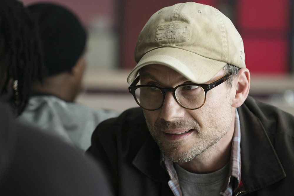 """MR. ROBOT -- """"eps2.2_init_1.asec"""" Episode 204 -- Pictured: (l-r) -- (Photo by: Peter Kramer/USA Network)"""