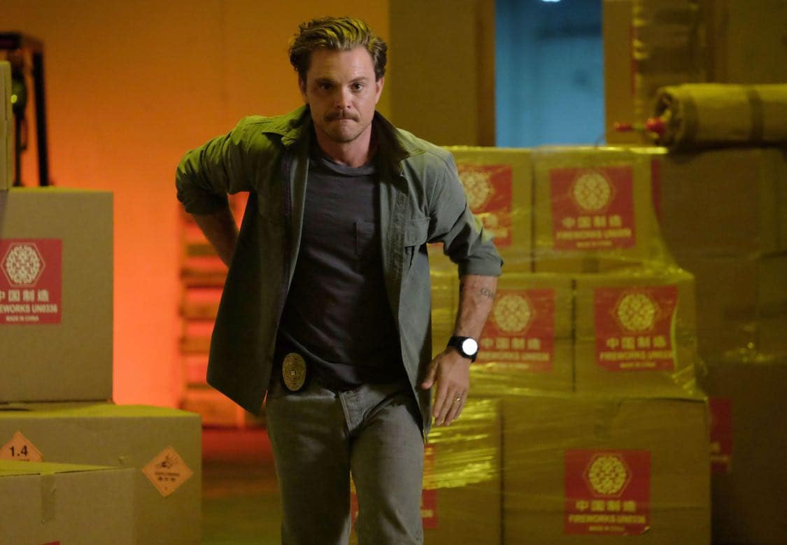 """LETHAL WEAPON: Clayne Crawford in the """"Surf n Turf"""" episode of LETHAL WEAPON airing Wednesday, Sept. 28 (8:00-9:00 PM ET/PT) on FOX. ©2016 Fox Broadcasting Co. CR: Darren Michaels/FOX"""