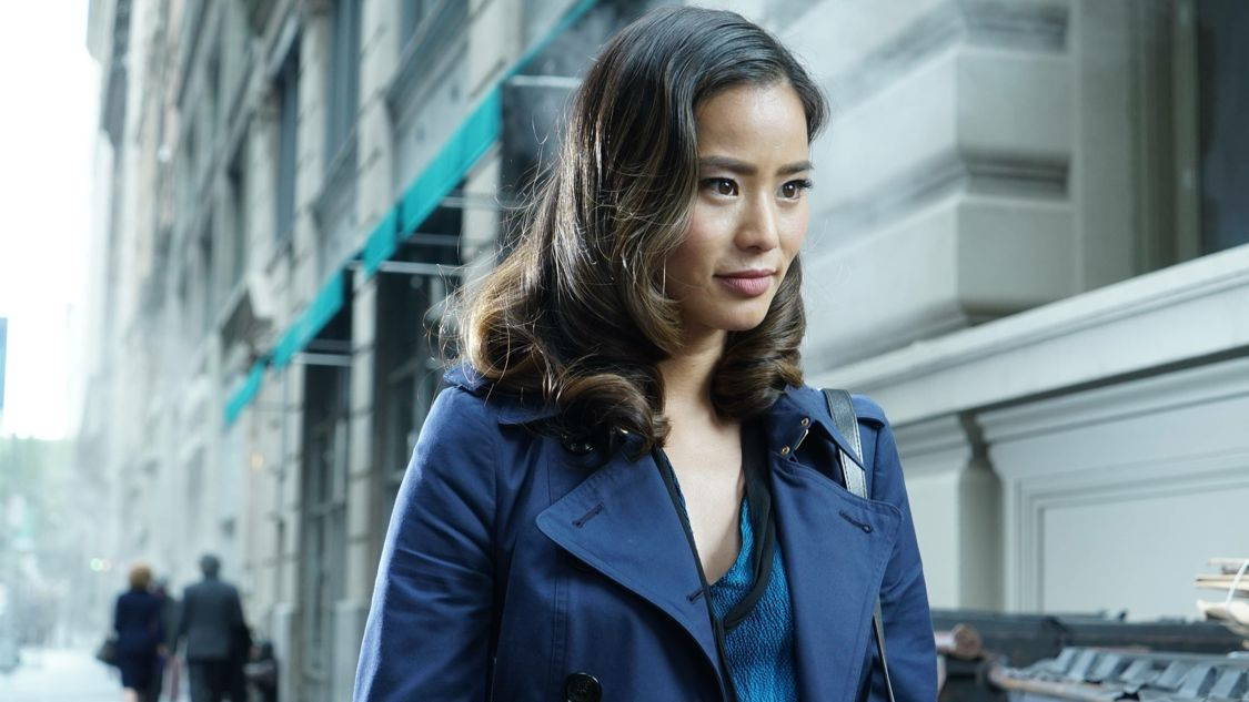 """GOTHAM: Guest star Jamie Chung in the """"Mad City: Burn The Witch"""" episode of GOTHAM airing airing Monday, Sept. 26 (8:00-9:01 PM ET/PT) on FOX.  ©2016 Fox Broadcasting Co. Cr: Nicole Rivelli/FOX."""