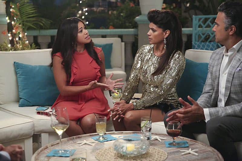 """Jane The Virgin -- """"Chapter Forty-Seven"""" -- Image Number: JAV303b_0411.jpg -- Pictured (L-R): Gina Rodriguez as Jane, Andrea Navedo as Xo and Jaime Camil as Rogelio -- Photo: Patrick Wymore/The CW -- © 2016 The CW Network, LLC. All Rights Reserved."""