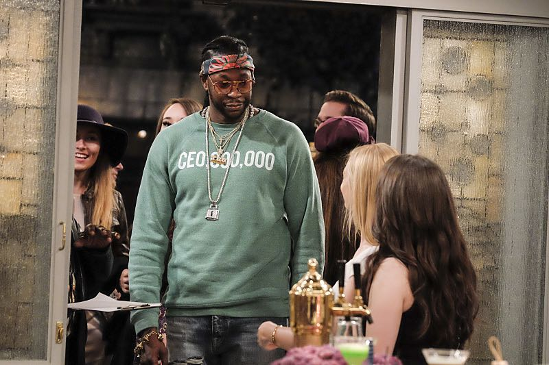 """""""And The Two Openings: Part Two"""" -- Pictured: 2 Chainz. When Sophie goes into labor just before the Dessert Bar's grand opening, she demands that Max and Caroline be present for the birth. Also, the girls run into problems when they don't secure a liquor license for their new venue, on the sixth season premiere of 2 BROKE GIRLS, Monday, Oct. 10 (9:30-10:00 PM, ET/PT) on the CBS Television Network. Photo: Darren Michaels/Warner Bros. Entertainment Inc. © 2016 WBEI. All rights reserved."""