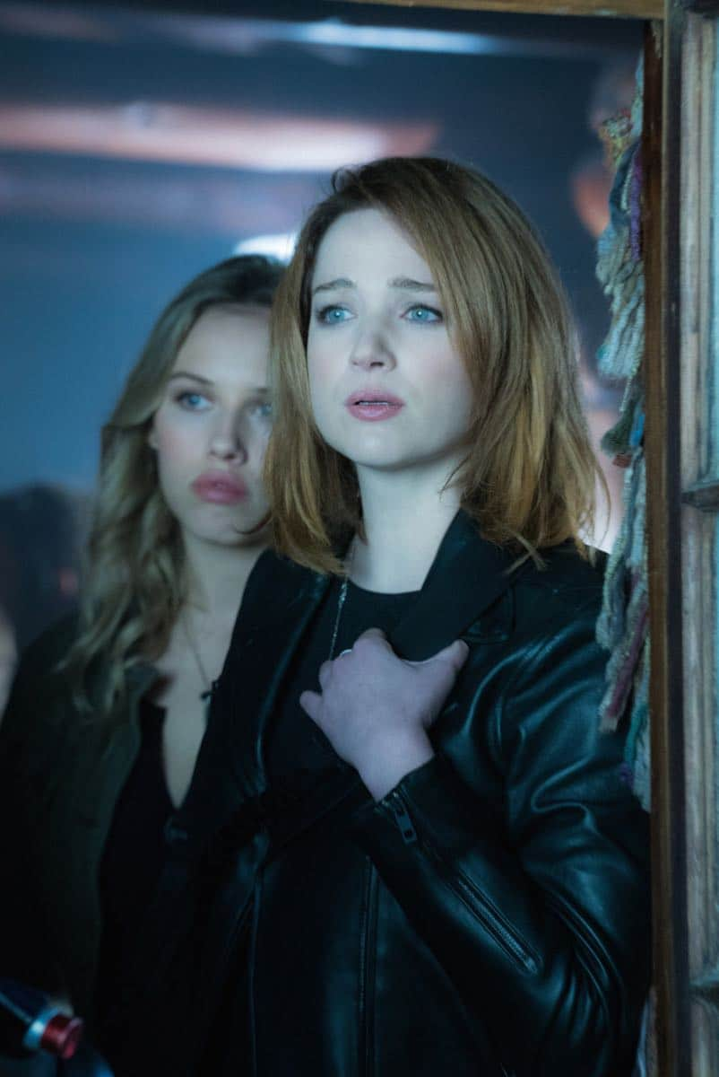"Zoo ""Ten Years Gone"" Pictured (l-r) Gracie Dzienny as Clementine and Kristen Connolly as Jamie Campbell"