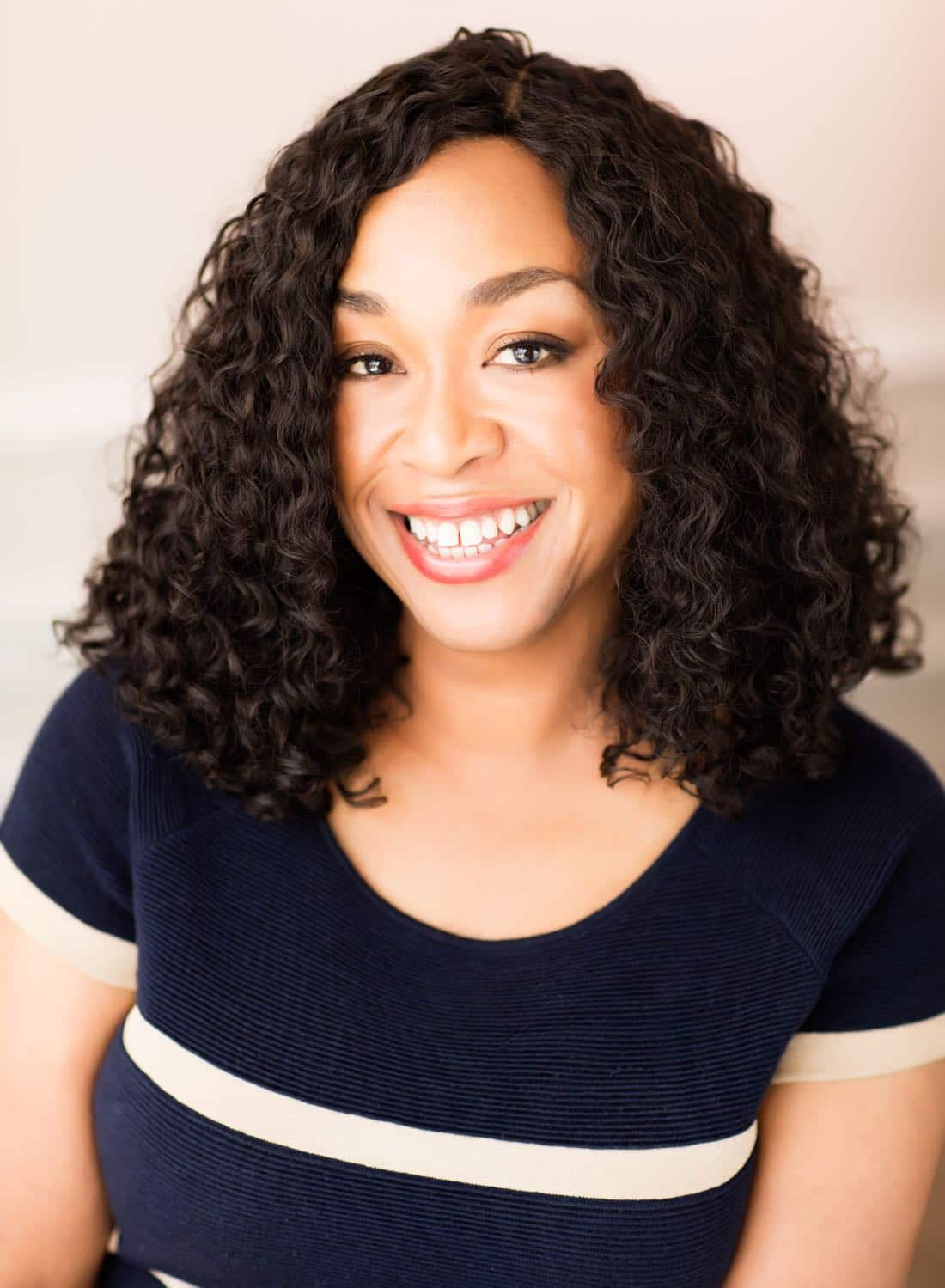 shonda rhimes and shondaland come to netflix seat42f. Black Bedroom Furniture Sets. Home Design Ideas