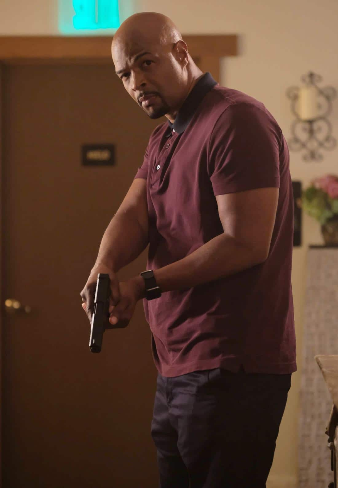 """LETHAL WEAPON: Damon Wayans in the """"El Gringo Loco"""" season two premiere episode of LETHAL WEAPON airing Tuesday, Sept. 26 (8:00-9:00 PM ET/PT) on FOX. ©2017 Fox Broadcasting Co. CR: Darren Michaels/FOX"""