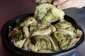 These Vegan Pesto Biscuit Rolls Are Better Than Olive Garden Breadsticks