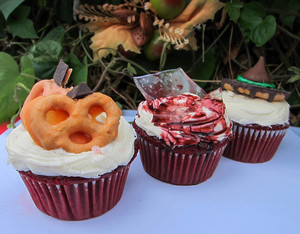 3 Simple, Spooky Halloween Treat Toppers