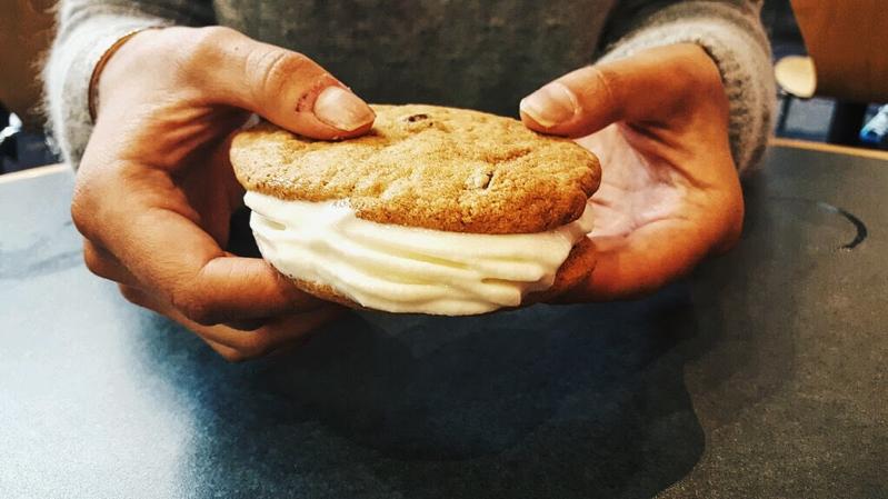 cream, sandwich, cookie