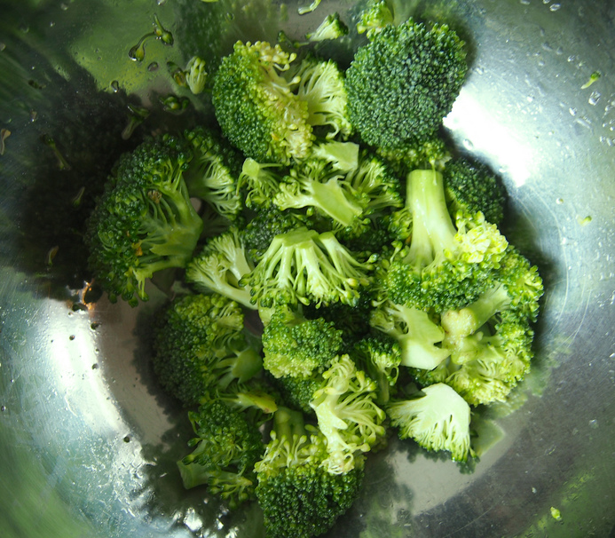 How to Steam Broccoli in the Microwave in 5 Minutes