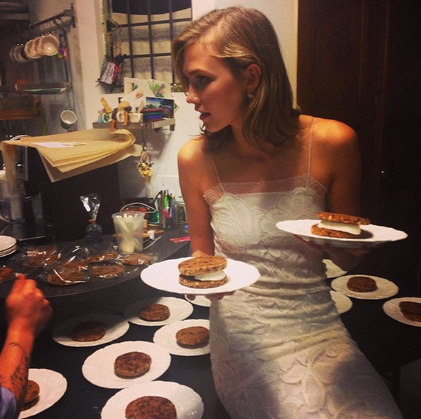 How To Eat Every Meal Of The Day Like Karlie Kloss