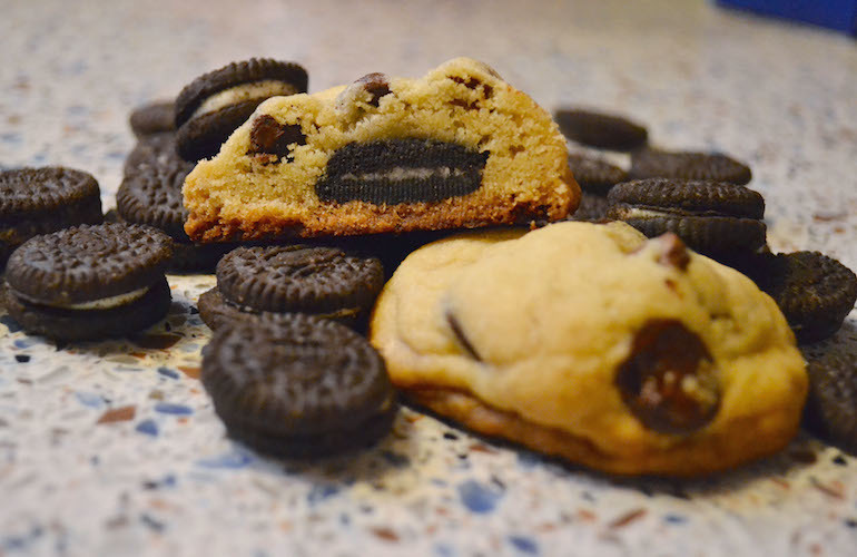 Mini Oreo-Stuffed Chocolate Chip Cookies