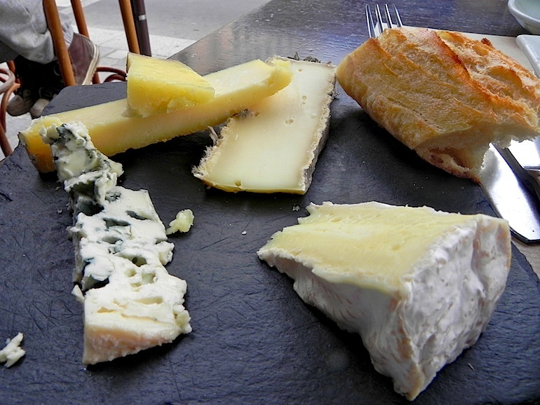 A ranking of your favorite cheeses by calorie count blue cheese 99 calories sisterspd