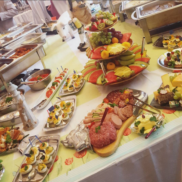 How to Survive an All-You-Can-Eat Buffet