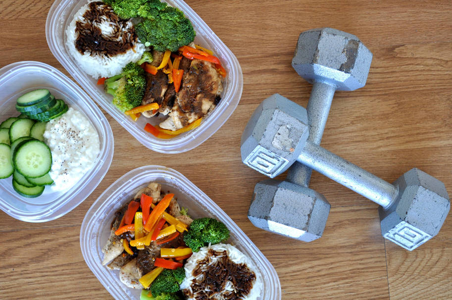 What to Eat Before and After Lifting Weights
