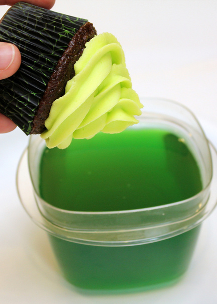 This Florescent Cake Frosting Actually Glows in The Dark