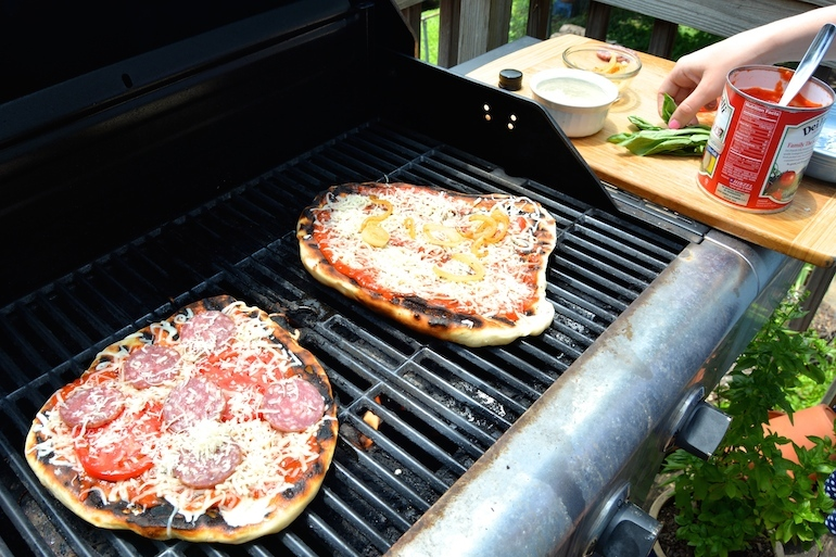 10 Grilled Pizza Recipes That Are Perfect for Summer Barbecues