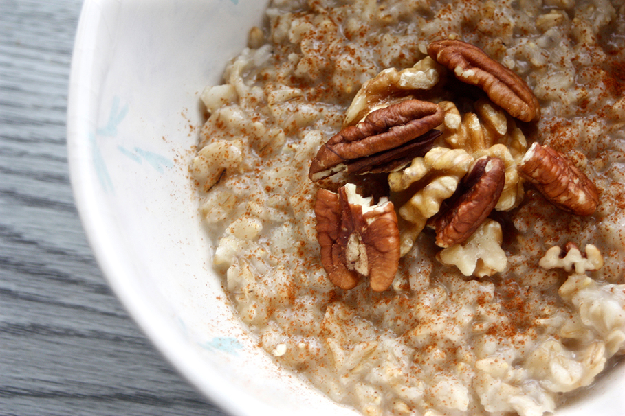 How to cook oatmeal: the most delicious breakfast for broke students.