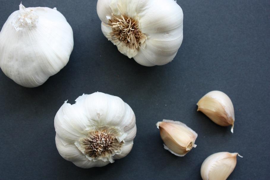 Avoid garlic to sweat less!