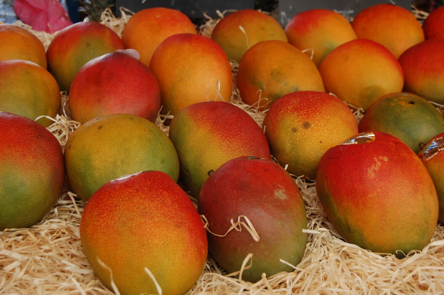How to tell if a mango is ripe or not market fruit mango apple pasture ccuart Choice Image