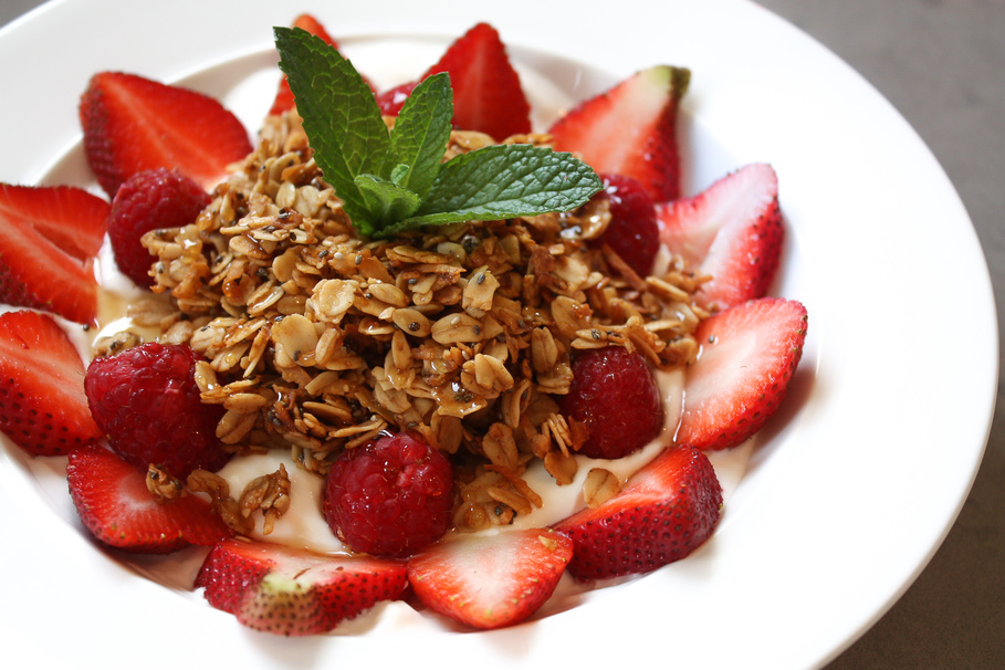 How To Make Low-Sugar Granola With Honey And Coconut