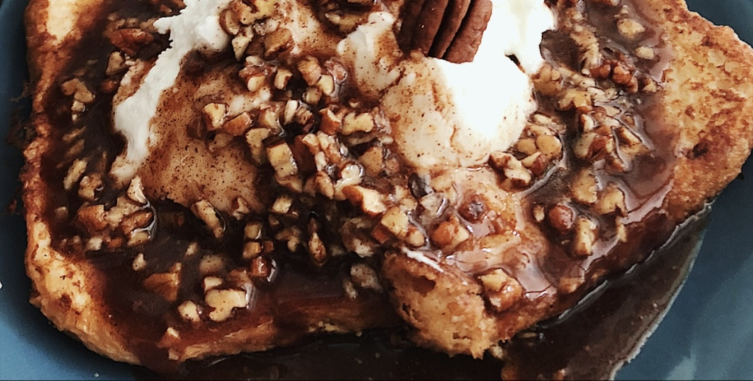 This Healthy Pecan French Toast Will Give You Dreams Of Pecans & Cream