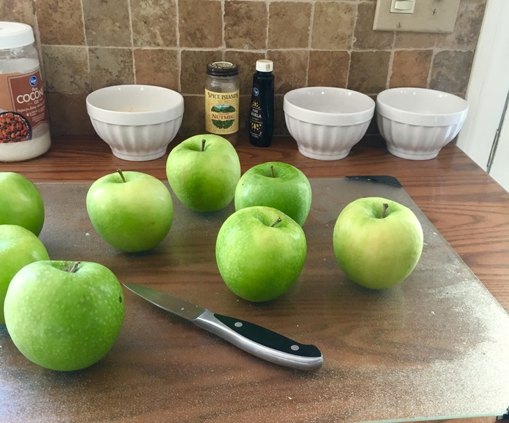 Make This Delicious Paleo Apple Crisp For Your Next Holiday Party