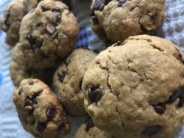 How to Make Flourless Chocolate Chip Oatmeal Peanut Butter Cookies