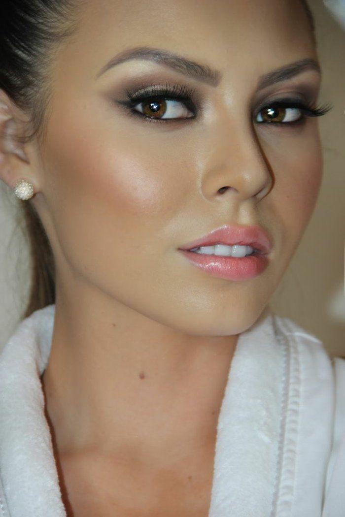 Maquillage avec robe noire et doree