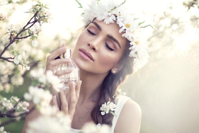 اليك هذه الحيل الرائعة لتحافظ على رائحة جسمك عطرة طوال اليوم
