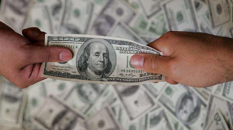 Depósitos en dólares cayeron en febrero a su nivel más bajo desde el 2013
