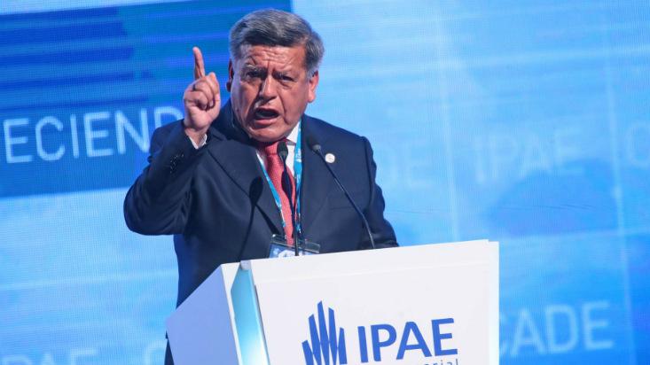César Acuña propone medidas para reactivar inversión