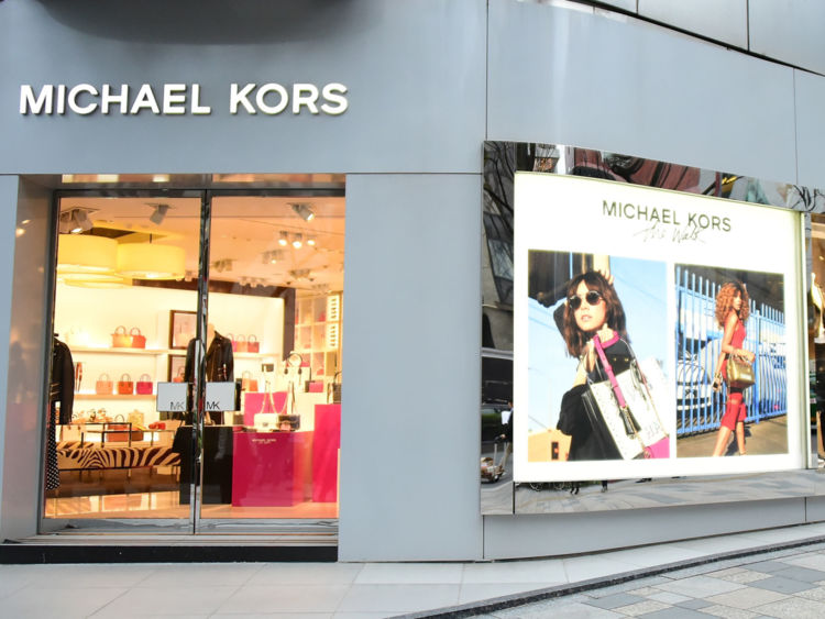 Michael Kors busca salir a flote