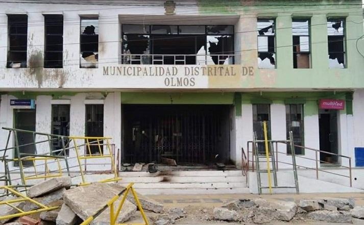 295214-nueva-ciudad-de-olmos-manifestantes-incendiaron-municipio-y-otros-locales-comunales