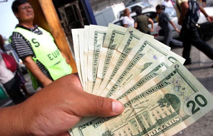 Dólar cerrará el año por encima de S/.3.50, según analistas