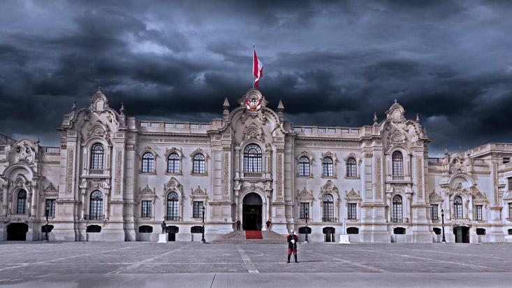 Desaceleración y ruido político, una tormenta perfecta
