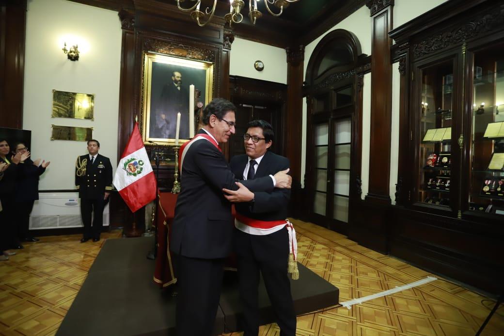 Martín Vizcarra tomó juramento a nuevos ministros del gabinete Zevallos