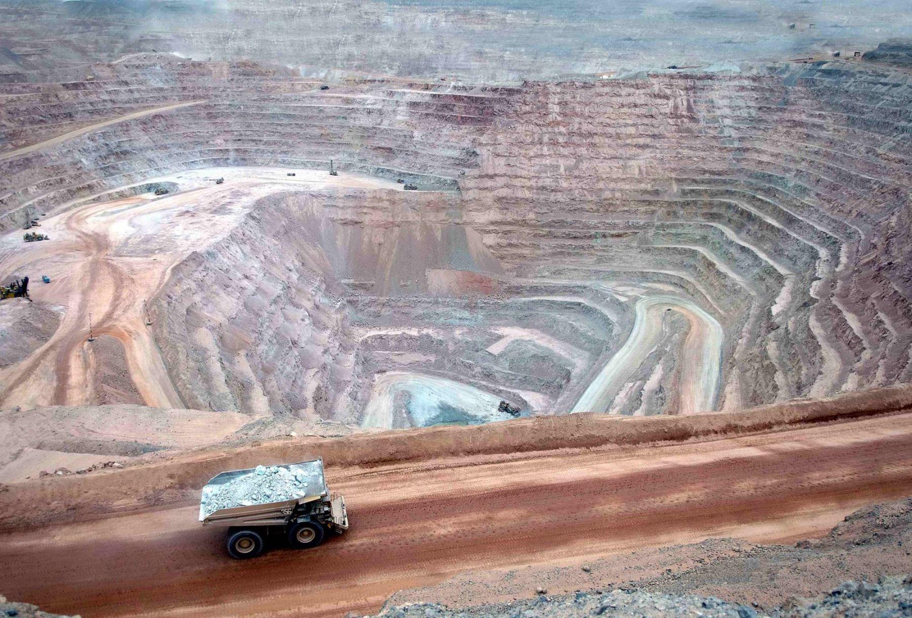 ¿Modificar la ley minera?