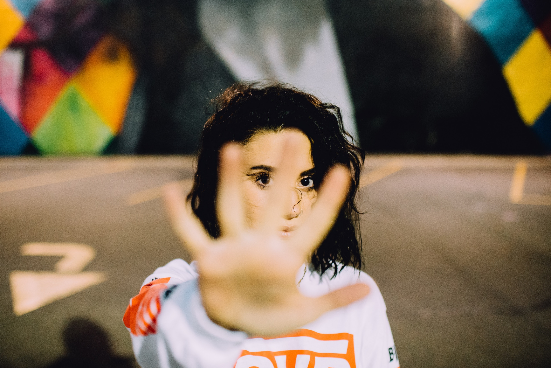 'De la mano, ¡saz!' a las bromas que no son acoso: ¿cómo terminar con el acoso sexual?